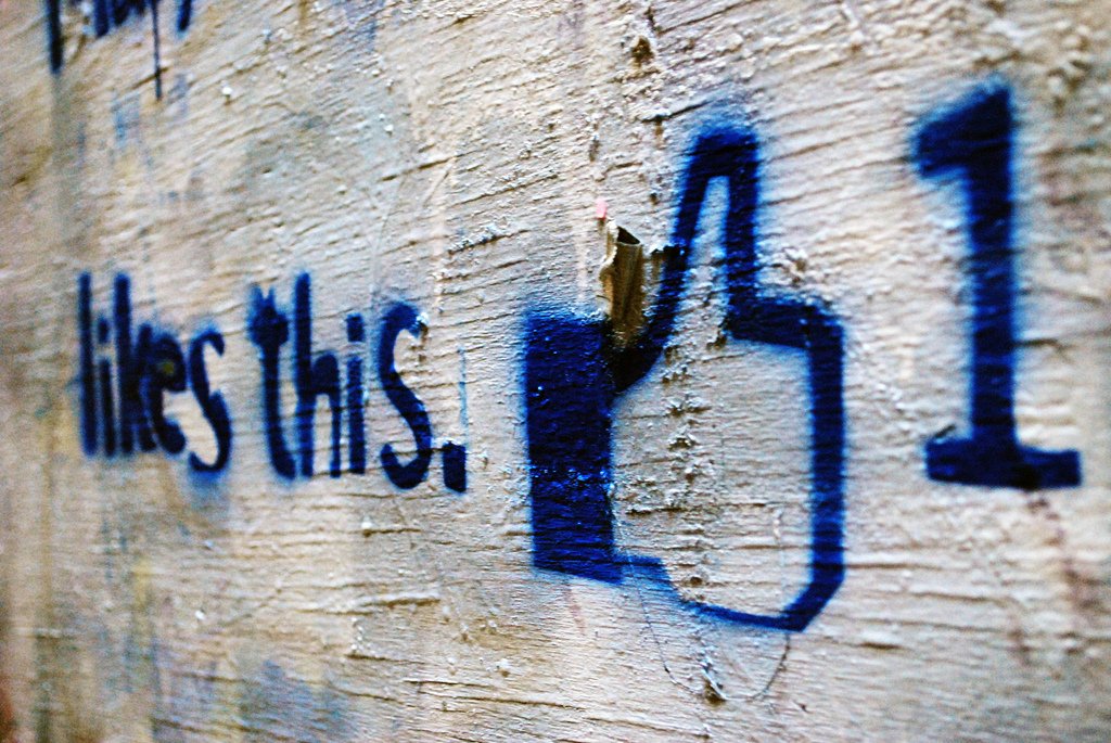 Facebook thumbs up.